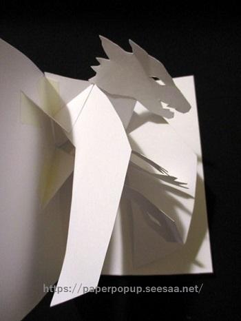 翼を広げるドラゴンが飛び出すカード008.jpg